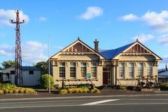 De Waihi konsterna centrerar och museet, Waihi, Nya Zeeland royaltyfri fotografi