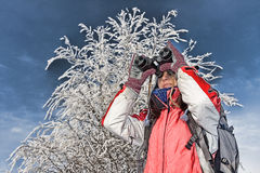 De wandelaar van de vrouw met verrekijkers Royalty-vrije Stock Foto