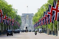 De wandelgalerij die met de vlaggen van Union Jack wordt verfraaid Royalty-vrije Stock Afbeeldingen