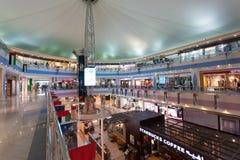 De Wandelgalerij van de jachthaven in Abu Dhabi Stock Fotografie