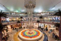De Wandelgalerij van de jachthaven in Abu Dhabi Stock Afbeelding