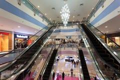 De Wandelgalerij van de jachthaven in Abu Dhabi Stock Foto