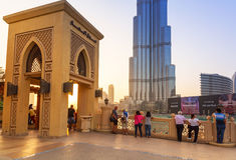 De Wandelgalerij van Doubai bij de toren van Burj Khalifa in Doubai Stock Foto's