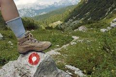 De wandelings - laarzen - weg van de berg Royalty-vrije Stock Foto's