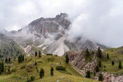 De wandelingssleep op Col. Raiser-plateau boven het dorp van St Cristina, Italië royalty-vrije stock afbeelding
