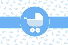 De wandelwagen van de babyjongen met de drukachtergrond van de babyvoet Royalty-vrije Stock Foto
