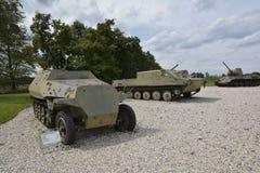 De wapens en de tanks van het wereldoorlogmuseum Stock Afbeeldingen
