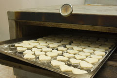 De warme harten van de rij in oven Stock Afbeelding