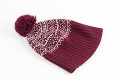 De warme rode winter GLB met de winterpatroon en pompon op witte rug Royalty-vrije Stock Afbeeldingen