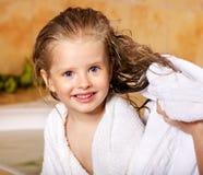 De was van het jonge geitje in bad. royalty-vrije stock afbeelding