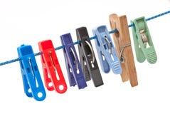 De wasknijpers hangen op een koord Royalty-vrije Stock Afbeeldingen