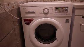 De wasmachine wast vuile Wasserij stock footage