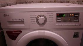 De wasmachine wast vuile Wasserij stock video