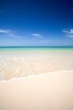 De wateren van Lear van het overzees Andaman met zacht wit zand royalty-vrije stock foto's