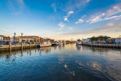 De waterkant bij zonsondergang, in Annapolis, Maryland Royalty-vrije Stock Afbeelding