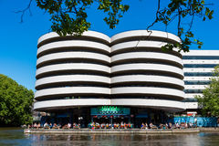 ` De Waterkant do ` do restaurante em Amsterdão Imagens de Stock