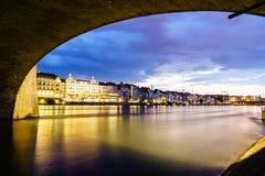 De waterkant van Bazel op de Rivier van Rijn, Zwitserland Royalty-vrije Stock Afbeelding