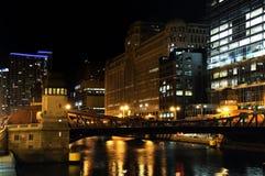 De waterkant van Chicago bij nacht Stock Foto