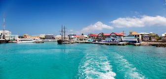 De waterkant van Georgetown, Caymaneilanden Stock Foto