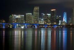 De Waterkant van Miami Florida bij Nacht Stock Foto's