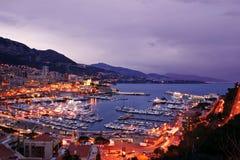 De Waterkant van Monaco bij Nacht Stock Afbeeldingen