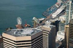 De waterkant van Seattle en Groot Wiel Stock Afbeelding