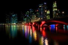 De Waterkant van Singapore bij nacht Royalty-vrije Stock Foto's