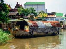 de waterkantboot van de aardrivier royalty-vrije stock foto's