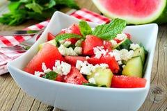De watermeloen, de komkommer en feta-de kaassalade, sluiten omhoog Royalty-vrije Stock Afbeelding