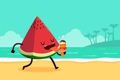 De watermeloen eet roomijs bij het strand Stock Afbeeldingen