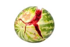 De watermeloen met barsten op een witte achtergrond isoleerde dicht omhoog royalty-vrije stock foto