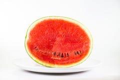De watermeloen op schotel isoleert op witte achtergrond Stock Afbeeldingen
