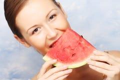 De watermeloen van de vrouwenholding Stock Afbeelding