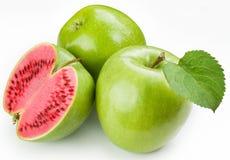 De watermeloen van het vlees om groene appel te snijden. Stock Foto's