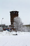 De watertoren in de winter De moderne bouw Stock Foto