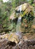 De waterval bij park van Soroa, een beroemd natuurlijk en toeristisch oriëntatiepunt in Cuba royalty-vrije stock foto's