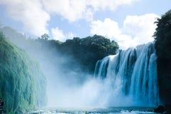De waterval in China stock afbeeldingen
