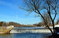 De waterval in de winter royalty-vrije stock afbeeldingen