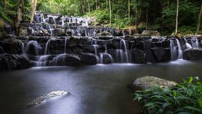 De waterval Thailand van Khaosam lan royalty-vrije stock foto's