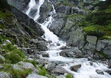 De waterval van de berg royalty-vrije stock afbeelding