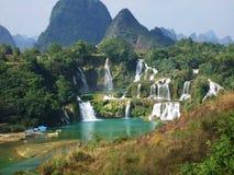 De waterval van Detian op grens stock foto