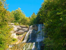 De Waterval van Herisson, Frankrijk Stock Afbeeldingen