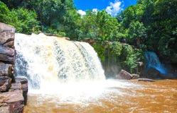 De waterval van Kbalchhay in Khan Prey Nup over 16 kilometers het noorden wordt gevestigd van Sihanoukville die van de binnenstad royalty-vrije stock foto's