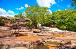 De waterval van Kbalchhay in Khan Prey Nup over 16 kilometers het noorden wordt gevestigd van Sihanoukville die van de binnenstad royalty-vrije stock foto