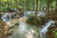 De Waterval van Kroeng Krawia van de watervalscène in Kanchanaburi, Thailand royalty-vrije stock afbeelding