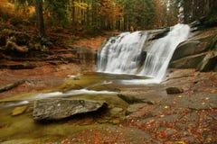 De waterval van Mumlava Stock Foto