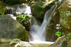 De waterval van Na Koo Ha, Phrae, Thailand Stock Foto