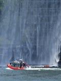 De waterval van New York - onder de Brug van Brooklyn Royalty-vrije Stock Afbeelding