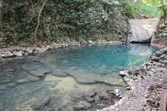 De Waterval van Sietealtares in Livingston Guatemala stock afbeeldingen