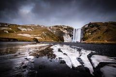 De Waterval van Skogafoss in IJsland stock afbeeldingen
